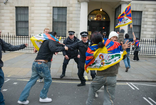 Tibetans rush towards the Embassy