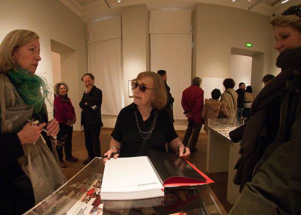 Sabine Weiss signs books in her MEP exhibition