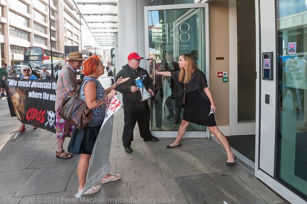 1 Commercial St Aldgate London. Wed 30 Jul 2014 & Poor Door London u0026 Two People Were Arrested Last Night After An ... pezcame.com
